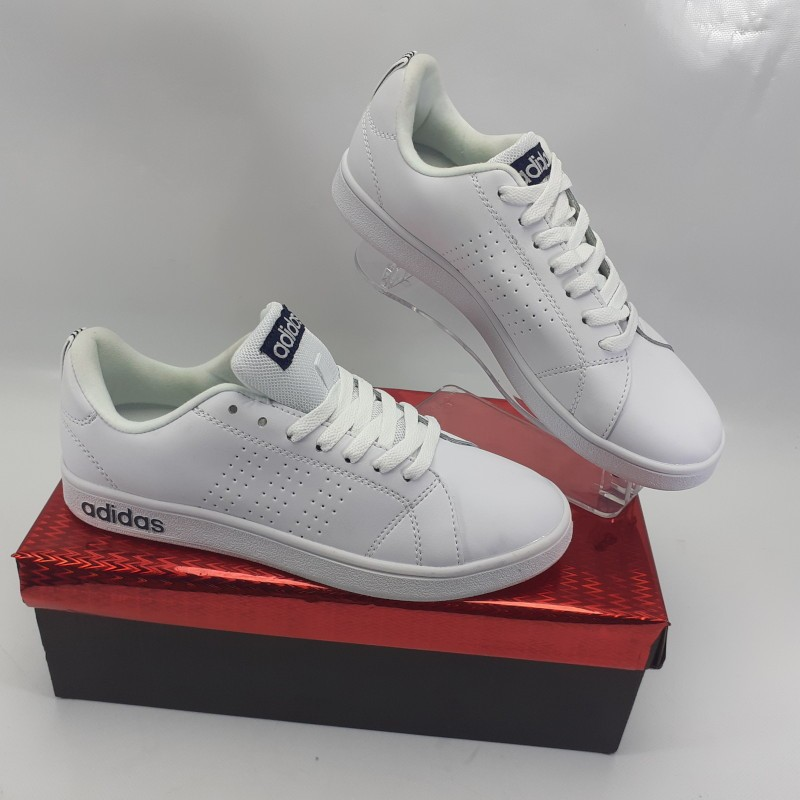Chaussures sport adidas neo label